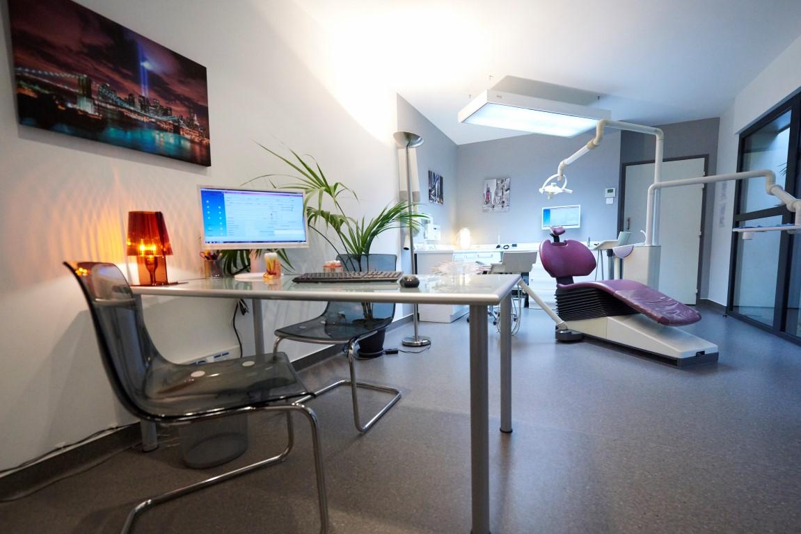 castres une quipe de dentistes au cabinet dentaire beaubourg. Black Bedroom Furniture Sets. Home Design Ideas